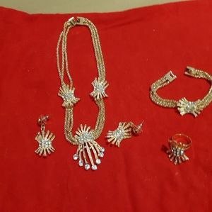 Gorgeous set of jewelries